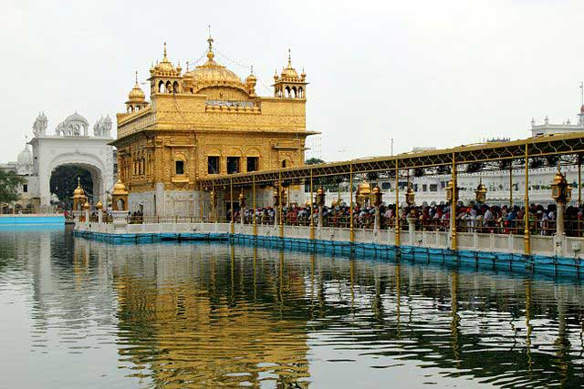 Harmandir sahib - 7 Interesting Places To Visit In Punjab, India